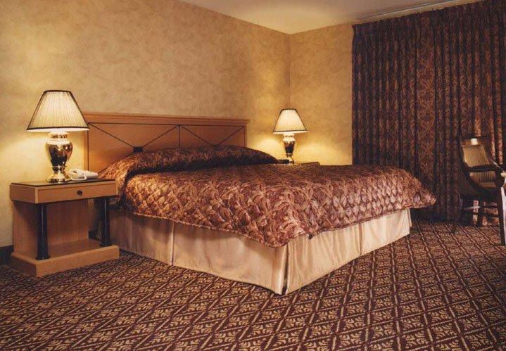 Standard King guest room at The Bertram Inn in Aurora, Ohio